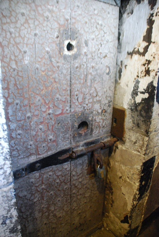 Puerta de la celda